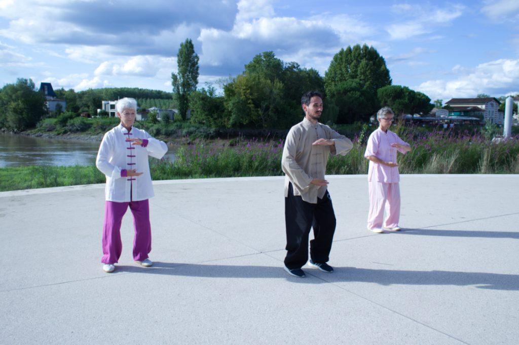 Démonstration de qi gong à Libourne.